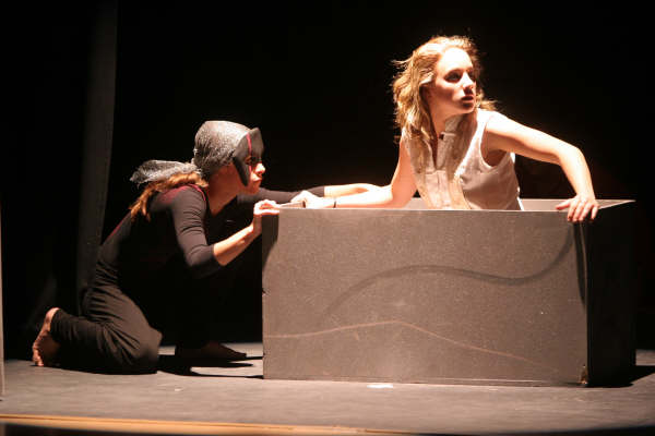 Fuente: Sennsa Teatro, Antígona.